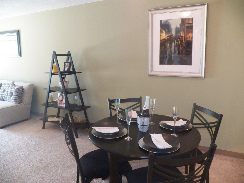 2 Bedroom Deluxe Canterbury Apartment Homes